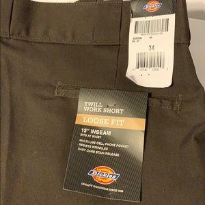 Dickies work shirt loose fit size 34. New with tag